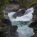Норвегия. Река Rauma. Райдеры просматривают порог перед прохождением. Фото - Елизавета Прозорова