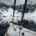"""Северная Норвегия. Заполярный регион Nord Norge. Яхта """"Alter Ego"""" во фьорде у подножия ледника Oksfjordbrean. Фото - Артем Оганов"""
