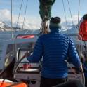 """Северная Норвегия. Регион Nord Norge. Андрей Абрамов за штурвалом яхты """"Alter Ego"""". Фото – Константин Галат"""