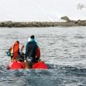 Северная Норвегия. Заполярный регион Nord Norge. Фьорд Oksfjord. Выброска команды райдеров с яхты на берег. Фото - Тамара Столбова