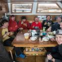 """Северная Норвегия. Команда проекта RTP в кают-компании на яхте """"Alter Ego"""". Фото - Тамара Столбова"""