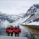 Северная Норвегия. Заполярный регион Nord Norge. Фьорд Oksfjord. Выброска команды райдеров с яхты на берег. Фото - Владимир Горлов