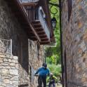 Каталония. Долина Валь де Бои. Райдеры Иван Кунаев и Петр Винокуров. Фото - Константин Галат