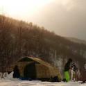 Грузия, регион Верхняя Рача. Лагерь команды RideThePlanet в долине массива Караугом. Фото – Владимир Горлов